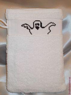Gant de toilette - Benji. Verso Fantôme. Brodé mains.  - point de croix - cross stitch - broderie - embroidery   Blog : http://broderiemimie44.canalblog.com/