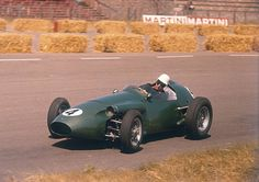 Photographic Print: Roy Salvadori Driving an Aston Martin, Dutch Grand Prix, Zandvoort, 1959 : Le Mans, Sports Car Racing, Race Cars, F1 Racing, Grand Prix, Aston Martin Db6, Best Muscle Cars, Race Engines, Automobile