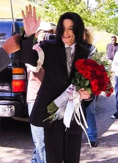One Rose for Michael Jackson at Forest Lawn World- June 25th 2016 - Page 4