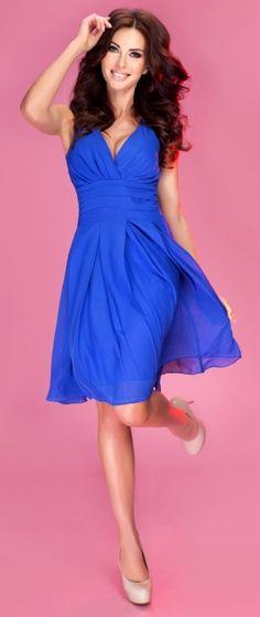 d7a9f767d8 Zwiewna sukienka szyfonowa z głębokim dekoltem. Idealna na imprezę