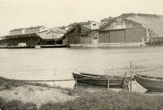 De gecamoufleerde Fokkerfabriek – zie de nephuizen bovenop de fabriek