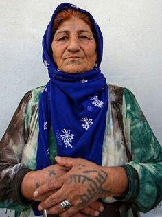 A Kurdish woman from Amed, Kurdistan. Kurdistan, Tribal Face, Facial Tattoos, The Kurds, Folk Clothing, Body Adornment, Asia, People Of The World, Traditional Tattoo