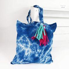 Batikbeutel Baumwolle, Farbe türkis Abmessungen: ca. 33 x 37 cm Preis: € 10,- Jetzt bestellen: http://www.popcut.at/diy/webshop/