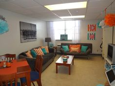someone told me i should put this on pinterest, so i am! our apartment at UTK! :)