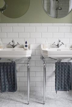 Handfat från Burlington i missionshuset.se Sara Fjelkman - Lilly is Love Home Remodeling Diy, Basement Remodeling, Basement Ideas, Small Floor Plans, Relaxing Bathroom, Indian Home Interior, Bathroom Interior, Bathroom Ideas, Cheap Home Decor