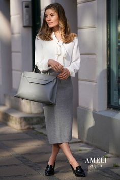 Big, big love for minimal, classy workwear - and how perfectly our VIADUKT WORK matches it! What do you think of our trending fall color? Find out more about our high quality leather handbags on our website! | AMELI Zurich Zurich, Big Love, Big Big, Business Outfits, Fall Trends, Line Design, The Office, Women Empowerment, Laptop Sleeves