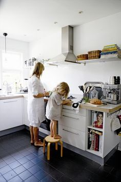 MadeByGirl: A home in Holland.....Hus & Hem. Love their clothes!!!