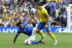 Italy's forward Citadin Martins Eder (L) and Sweden's midfielder Kim Kallstrom vie for the ball during the Euro 2016 group E football match between Italy and Sweden at the Stadium Municipal in Toulouse on June 17, 2016.  / AFP / JONATHAN NACKSTRAND