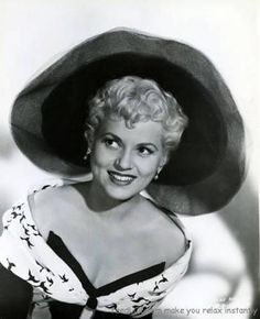 Judy Holliday in Born Yesterday Hollywood Stars, Hollywood Glamour, Hooray For Hollywood, Hollywood Actor, Golden Age Of Hollywood, Vintage Hollywood, Classic Hollywood, Glamour Ladies, Judy Holliday