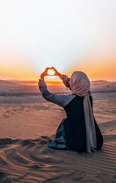 WEBSTA ♥ ♥ The bright blessed day, the dark sacred night And so think to myself, what a wonderful world. Islamic Girl Images, Muslim Images, Muslim Girls Photos, Stylish Girls Photos, Beach Photography Poses, Teen Girl Photography, Hijabi Girl, Girl Hijab, Cool Girl Pictures
