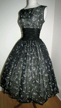a0ac4a52f32558 11 beste afbeeldingen van rock   roll dress - Vintage dresses ...