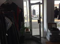 Foto5 Showroom, Oversized Mirror, Space, Furniture, Home Decor, Fashion, Floor Space, Homemade Home Decor, Moda