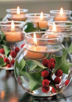 Inspiratie voor Kerst .. Mooi.. Losse takken van hulst , water en drijfkaars ! ......