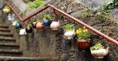 Votre collection de théières et vieilles bouilloires vous encombre, faites en des jardinières ! !