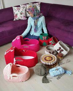 Image gallery – Page 682576887252250737 – Artofit Crochet Home, Free Crochet, Knit Crochet, Knitting Yarn, Baby Knitting, Diy Crochet Basket, Crochet Stitches, Crochet Patterns, Baby Baskets