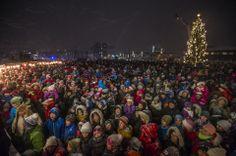 Billeder: Juletræet i Nuuk kom op igen Advent, Dolores Park, Christmas Tree, Holiday Decor, City, Teal Christmas Tree, Xmas Trees, Christmas Trees, Xmas Tree