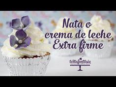 Aprenderás cómo hacer CREMA CHANTILLY PERFECTA. La crema Chantilly casera es ideal para tortas, cupcakes y postres. TODO SOBRE CREMA CHANTILLY. Baileys Drinks, Tiramisu, Frosting, Bakery, Projects To Try, Birthday Cake, Cookies, Cream, Desserts