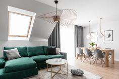Welur i butelkowa zieleń - połączenie doskonałe? Living Room Green, Living Room Sofa, Living Room Decor, Home Design Living Room, Home And Living, Classic Living Room, House Rooms, Home Decor, Design Trends