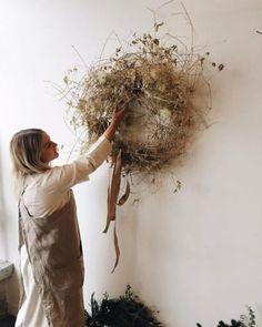 101 Idées Tendance pour Fabriquer votre Couronne de Noël Autumn Wreaths, Holiday Wreaths, Rustic Wreaths, Burlap Wreaths, Tulle Wreath, Spring Wreaths, Summer Wreath, Door Wreaths, Dried Flower Wreaths