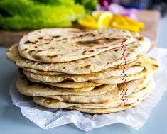 Orientaliskt tunnbröd Shawarma, Good Mood, Naan, Baking Recipes, Food And Drink, Veggies, Bread, Cooking, Ethnic Recipes