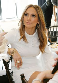 JLO- Troy Jensen Makeup I don't know the make up artist but that white dress is definitely my thing Celebrity Wedding Makeup, Best Wedding Makeup, Natural Wedding Makeup, Bridal Makeup, Natural Makeup, Perfect Eyes, Perfect Makeup, Gorgeous Makeup, Jlo Makeup