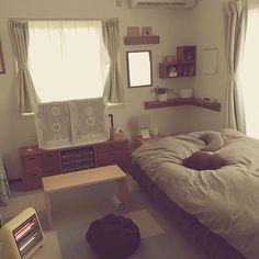 女性で、のオーク材/カーテン/ベッド/壁に付けられる家具/脚付きマットレス/アロマディフューザー…などについてのインテリア実例を紹介。「雨ですね (ˇωˇ )」(この写真は 2017-03-26 13:49:10 に共有されました)