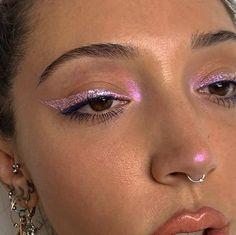 pink glitter eyeliner pink – Samantha Fashion Life If you know the Mua, mark it! pink glitter eyeliner pink- If you know the Mua, mark it! Metallic Eye Makeup, Pink Eye Makeup, Cute Makeup, Pretty Makeup, Skin Makeup, Eyeshadow Makeup, Pink Eyeshadow, Pink Highlighter Makeup, Eyeshadow Palette
