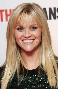 Reese Witherspoon Long Straight Cut with Bangs - Reese Witherspoon Long Hairstyles - StyleBistro. Pretty smile from Reese Witherspoon. Hairstyles With Bangs, Pretty Hairstyles, Straight Hairstyles, Blonde Haircuts, Amazing Hairstyles, Wispy Bangs, Long Hair With Bangs, Bangs Sideswept, Thin Bangs
