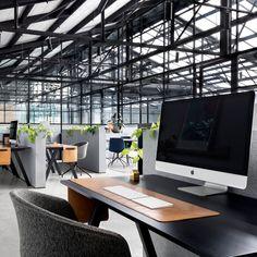 Durante a reforma, alguns objetivos foram traçados: além de modernizar o prédio, o projeto também deveria incluir espaço para a marca Create Company, além de ambientes divididos por ambas as empresas.