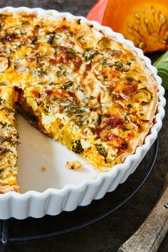 The spices in combination with the pumpkin and leeks are a perfect match for autumn! # pumpkin # pumpkin # pumpkin The post Juicy pumpkin leek quiche appeared first on Dessert Factory.