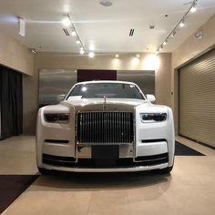 Rolls Royce Motor Cars, Rolls Royce Phantom, Dream Garage, Wall Wallpaper, Old And New, Jelly, Blessed, Goals, Future