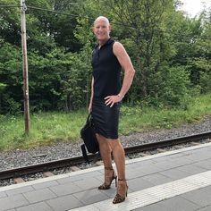 Guys In Skirts, Men Wearing Dresses, Men In Heels, Crossdressers, Men Dress, Dress Skirt, Sexy Men, Going Out, Feminine