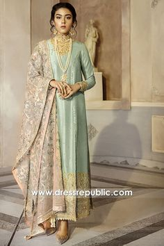 Ideas embroidery designs for kurtis party wear Desi Wedding Dresses, Pakistani Formal Dresses, Pakistani Wedding Outfits, Pakistani Dress Design, Dress Indian Style, Indian Dresses, Indian Outfits, Indian Clothes, Lehenga Choli