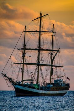 That's an interesting rig. What would you call that? Fore and aft rigged fore and mizzen and a square rigged main? Model Sailing Ships, Seafarer, Ocean Waves, Water Waves, Sail Away, Set Sail, Tall Ships, Lighthouse, Sailor