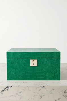 Forest-green leather (Calf) Push lock-fastening at front Designer color: Fern Imported Leather Jewelry Box, Smythson, Personal Shopping, Green Leather, Crocs, Necklaces, Bracelets, Fern, Drawers