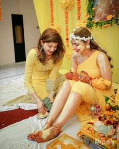 We know, you guys love your best friends like anything and that's why we thought of creating this special blog. So, here's presenting beautiful bridesmaids photo ideas to get clicked at your wedding.