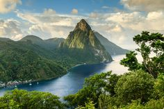 A view of the stunning Pitons © Paul Baggaley / Getty Images