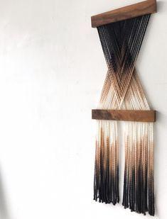 Macrame Wall Hanging Patterns, Macrame Art, Macrame Design, Macrame Projects, Macrame Patterns, Yarn Wall Art, Yarn Wall Hanging, Objet Deco Design, Boho Diy