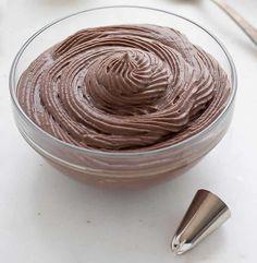 Crème pâtissière au chocolat avec thermomix. Je vous propose une recette de la crème pâtissière au chocolat, facile et rapide a préaparer avec le thermomix.