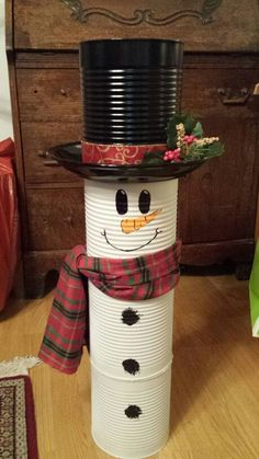 Christmas Crafts diy 40 Brilliant DIY Snowman Crafts Ideas for Amazing Winter Christmas Decor Diy Cheap, Snowman Christmas Decorations, Snowman Crafts, Christmas Snowman, Christmas Projects, Simple Christmas, Holiday Crafts, Christmas Holidays, Christmas Ornaments