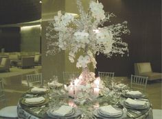 Glass crystal tree with real flowers attached