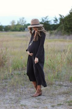 A series on maternity fashion - what to wear and what not to wear.
