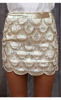 Scalloped skirt.