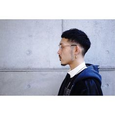 【HAIR】大隈和典さんのヘアスタイルスナップ(ID:342249)。HAIR(ヘアー)では、スタイリスト・モデルが発信する20万枚以上のヘアスナップから、髪型・ヘアスタイル・ヘアアレンジをチェックできます。 Asian Men Short Hairstyle, Asian Man Haircut, Korean Short Hair, Super Short Hair, Short Hair Cuts, Short Hair Styles, Stylish Short Hair, Round Face Haircuts, Shirt Hair