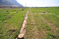 Vía romana de Flaviobriga (Castro Urdiales) a Vxama Barca (Osma de Álava). Limpieza arqueológica en los bordillos de la vía romana de Villasante.