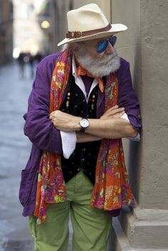Wanny Di Filippo, founder of Il Bisonte, in Florence - video on Advanced Style… Style Blog, Mode Style, Cultura Judaica, Moda Hippie, Komplette Outfits, Aged To Perfection, Advanced Style, Ageless Beauty, Inspiration Mode