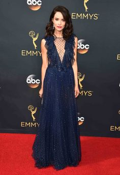 2016 Emmys: Abigail Spencer in a plunging navy-blue gown by Jenny Packham with a ruffle detail paired with a Judith Leiber clutch and Irene Neuworth jewels