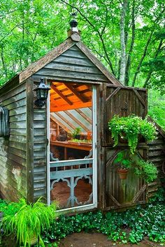 Garden shed w/screen door I want a garden shed like this! Garden shed. Greenhouse Shed, Greenhouse Gardening, Small Greenhouse, Portable Greenhouse, Gardening Tools, Window Greenhouse, Pallet Gardening, Fairy Gardening, Pallets Garden