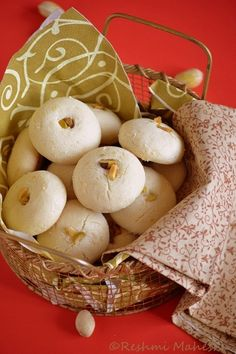 Recipe source: Shab& Cuisine All purpose cup cup cup Salt a pinch Cardamon tsp Cashew nuts- . Bakery Recipes, Gourmet Recipes, Sweet Recipes, Cookie Recipes, Cookie Ideas, Indian Desserts, Indian Sweets, Indian Dishes, Persian Desserts