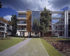 Allegretto is a complex of residential buildings in the Eko-Park housing estate in Warsaw, Poland with profiled glass Pilkington Profilit™ Amethyst was used for the external glazing of staircases. It is glazed horizontally as double glazed application with low-e coating on interior glass profile.